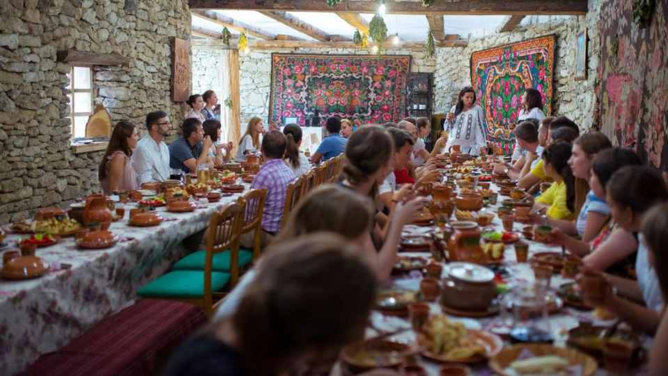 Lunch+at+Butuceni+guesthouse.jpg