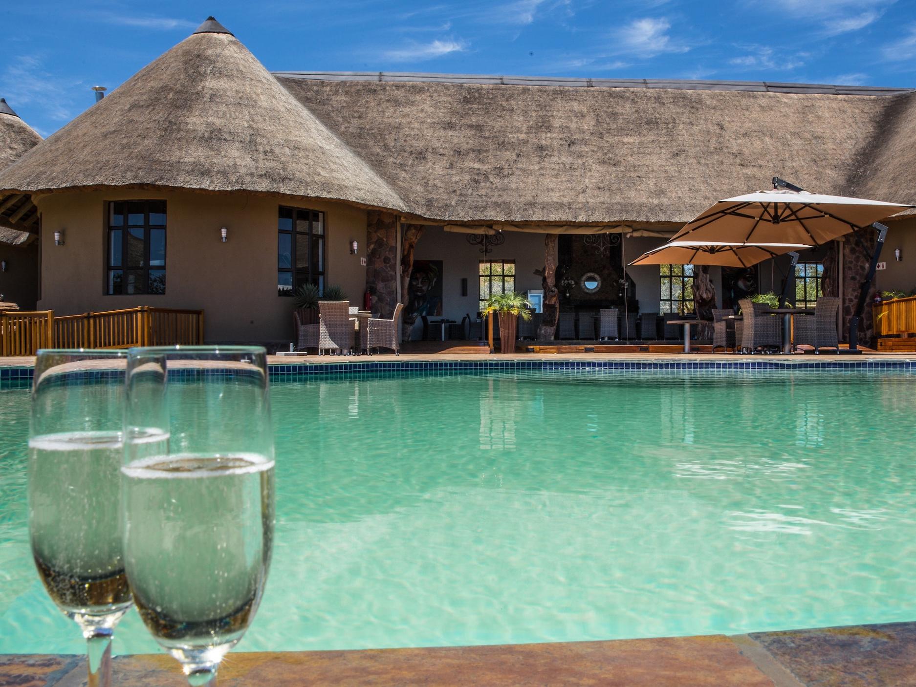 rhino+lodge+pool+Kopie.jpg