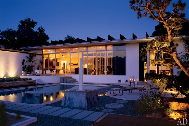 item10.rendition.slideshowWideHorizontal.oscar-niemeyer-michael-boyd-california-11-pool-800x533.jpg