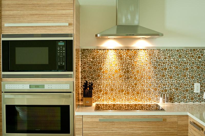 modern-kitchen-fun-backsplash-stainless-steel.jpg