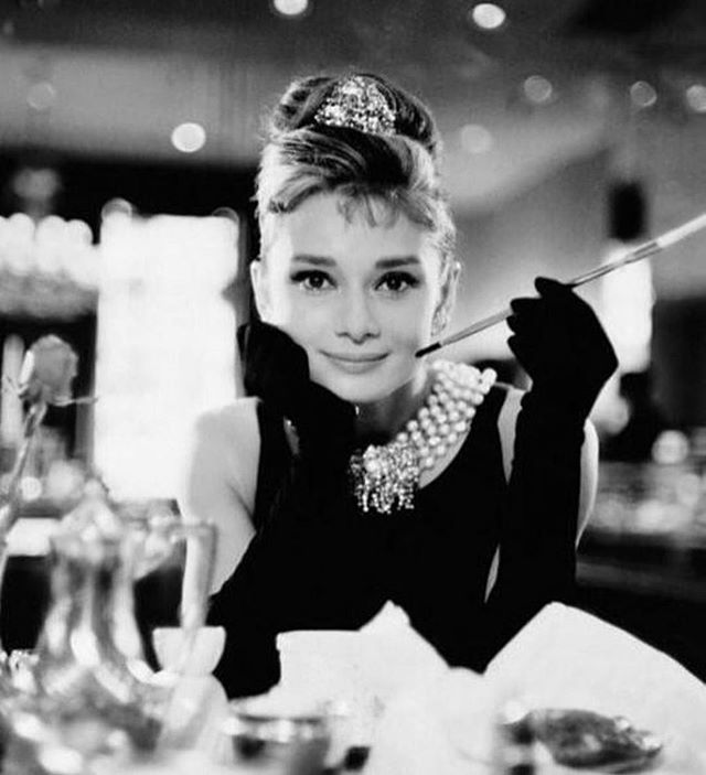 """For beautiful eyes, look for the good in others; for beautiful lips, speak only words of kindness; and for poise, walk with the knowledge that you are never alone."" Female icon. ❤️ #audreyhepburnquotes #breakfastattiffanys #classicbeauty"