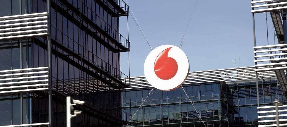 Vodafone España anuncia el despido del 25% de su plantilla - 10/1/2019. El Pais. Vodafone España ha comunicado a los representantes de los trabajadores la apertura de un procedimiento de despido colectivo que afectará a un máximo de 1.200 empleados, el 24% de la plantilla total que asciende a 5.000 empleados, y les ha convocado para iniciar a finales de enero el periodo de consultas, que se prolongará durante un mes.