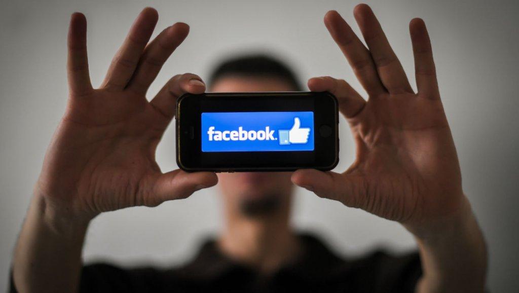 Facebook cumple 15 años en su peor-mejor momento - 4/2/2019. Wired. A pesar de todos sus problemas, Facebook es una historia de éxito notable. Comenzó hace 15 años en un dormitorio de Harvard y ahora conecta aproximadamente a una de cada dos personas de todo el mundo de más de 13 años (salvo en China, donde Facebook está prohibido).