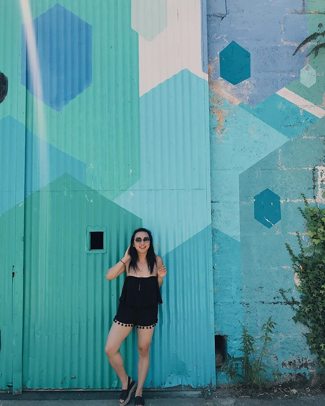 yep, I'm still loving the mural scene from Bordeaux! 🔺🔸🔷🔻 reminded me of the famous #wynwood walls in Miami, Florida (crazy that it's already been 4 years since I've gone inbetween Deloitte trainings), and LA's art district scene (... what I would do for a piece of @thepieholela earl grey pie right now 🥧🙄🤷🏻♀️)