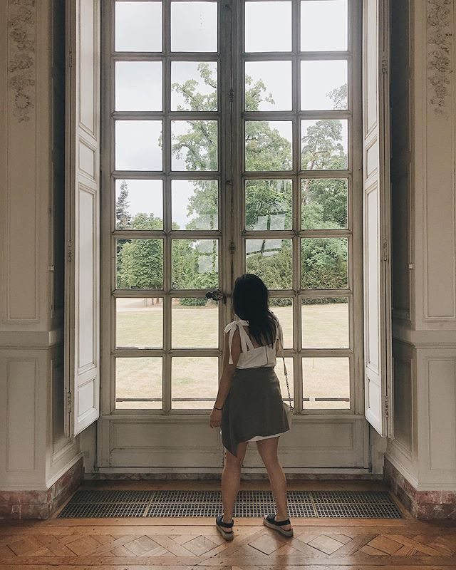 perception: the size of the window is the size of the opportunities that I'm looking out to gain. (or the amount of love I have for the trees on the other side. same same.) ⠀⠀⠀⠀⠀⠀⠀⠀⠀ psa    the grass is never the greenest on the other side so while you're on this side, have gratitude for what greenery you do have 🎙🍀