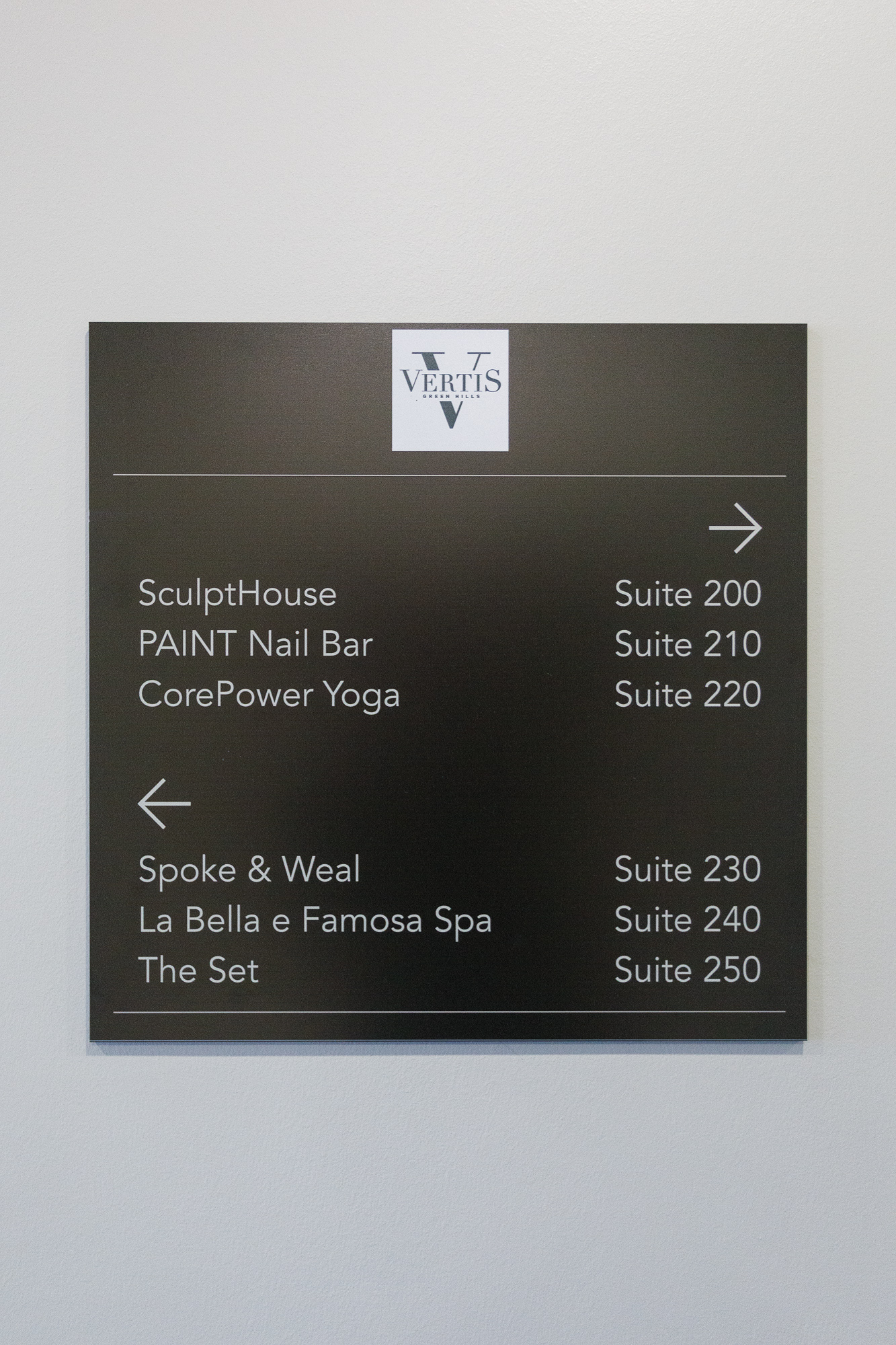 Vertis-Green-Hills_wayfinding-signage_retail_MG_5294_small 2000 px.jpg