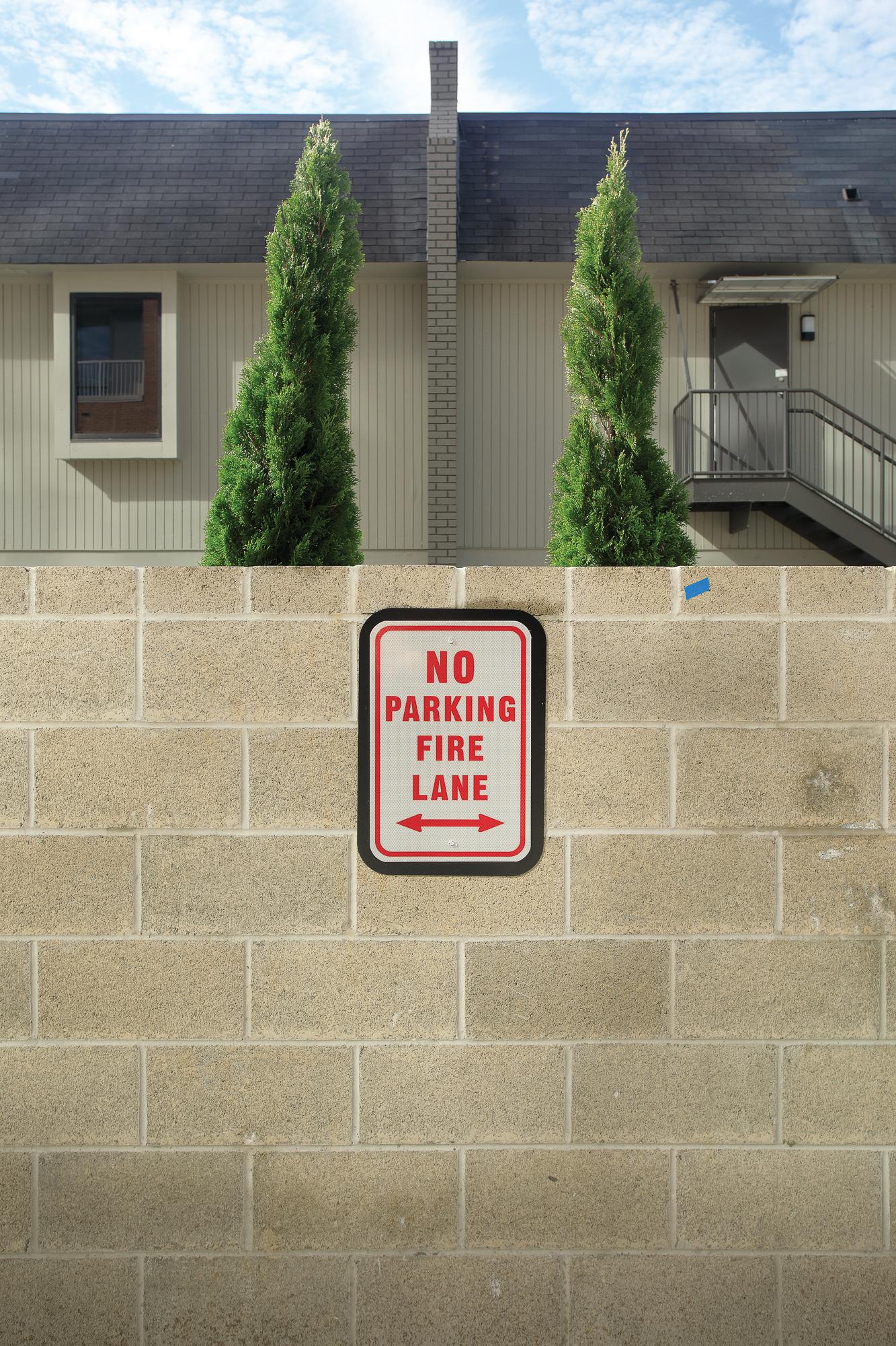 Vertis-Green-Hills_wayfinding-signage_no parking-fire-lane_MG_5227_small 2000 px.jpg