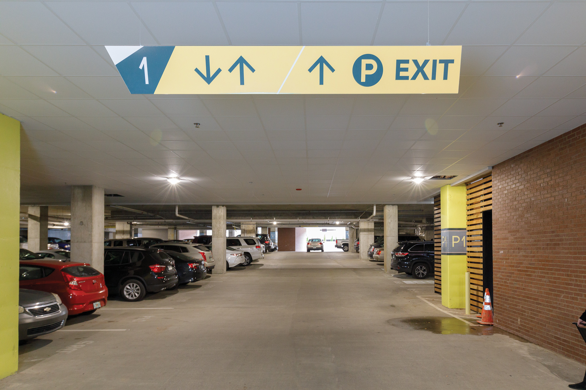 Vertis-Green-Hills_wayfinding-signage_parking garage overhead directional_MG_6322_small 2000 px.jpg