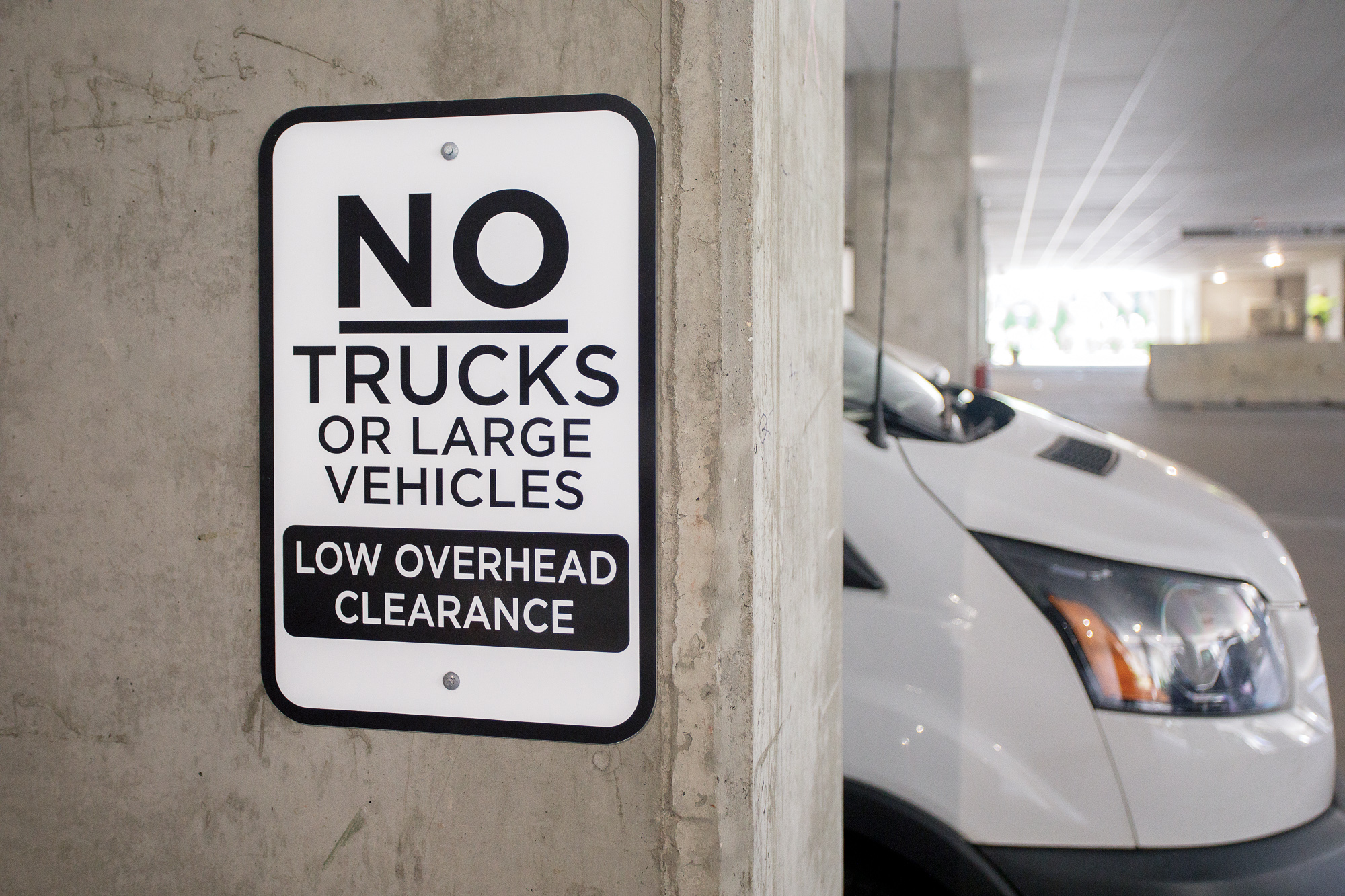 Vertis-Green-Hills_wayfinding-signage_parking-garage-no-trucks_MG_5243_small 2000 px.jpg