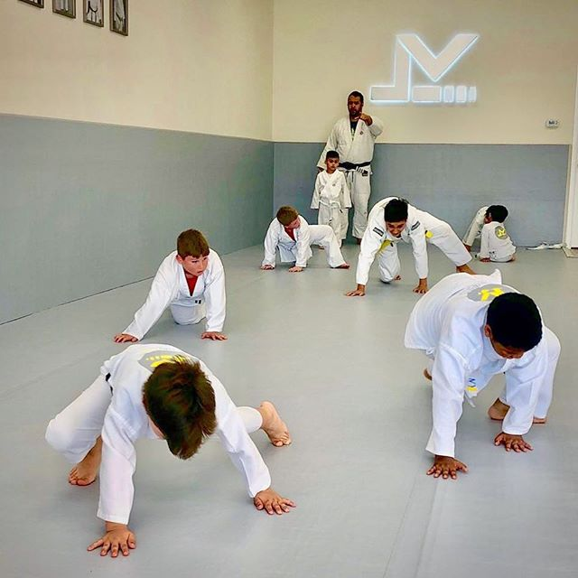 Balance, Agility & Strength Exercises! Build confidence in your child with our proven effective Brazilian Jiu Jitsu Kids & Teens Program. Introductory Trial Offers available at: ⤵️ Houstonbrazilianjiujitsu.com 📲  8350 Fry Rd. #200 🚗 💨  Cypress, TX 🤠  #cypressjiujitsu #cypresstx #fryrd #levelupbjj #levelupcypress #kids #teens #martialarts