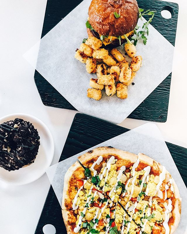 The most dreamy brunch by @virtuous_pie 🌈 we got the huevos rancheros breakfast pizza, the sunny side breakfast sandwich and a @dippeddoughnutco chocolate brownie donut for dessert ⚡️ #virtuouspie #saturdaybrunch