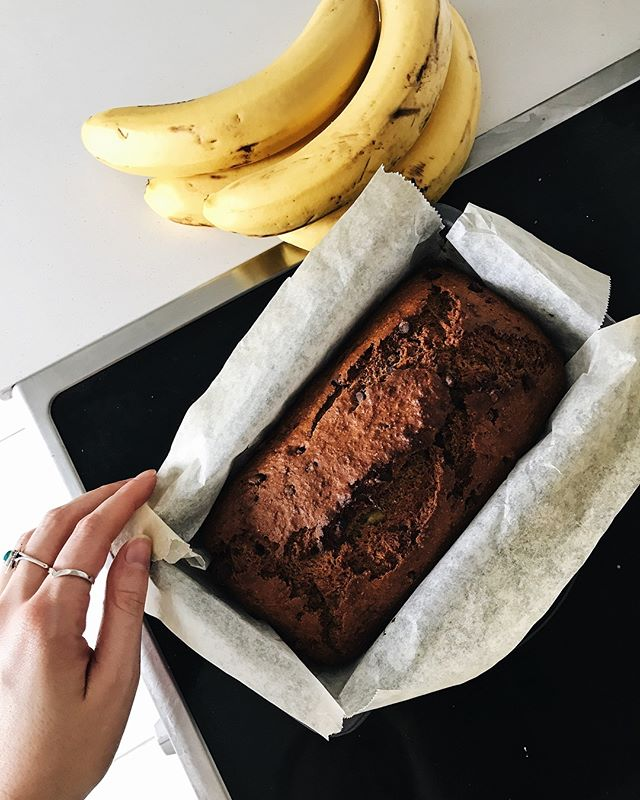 Chocolate chip banana bread is always a good idea (recipe was 10/10) 👌🏻
