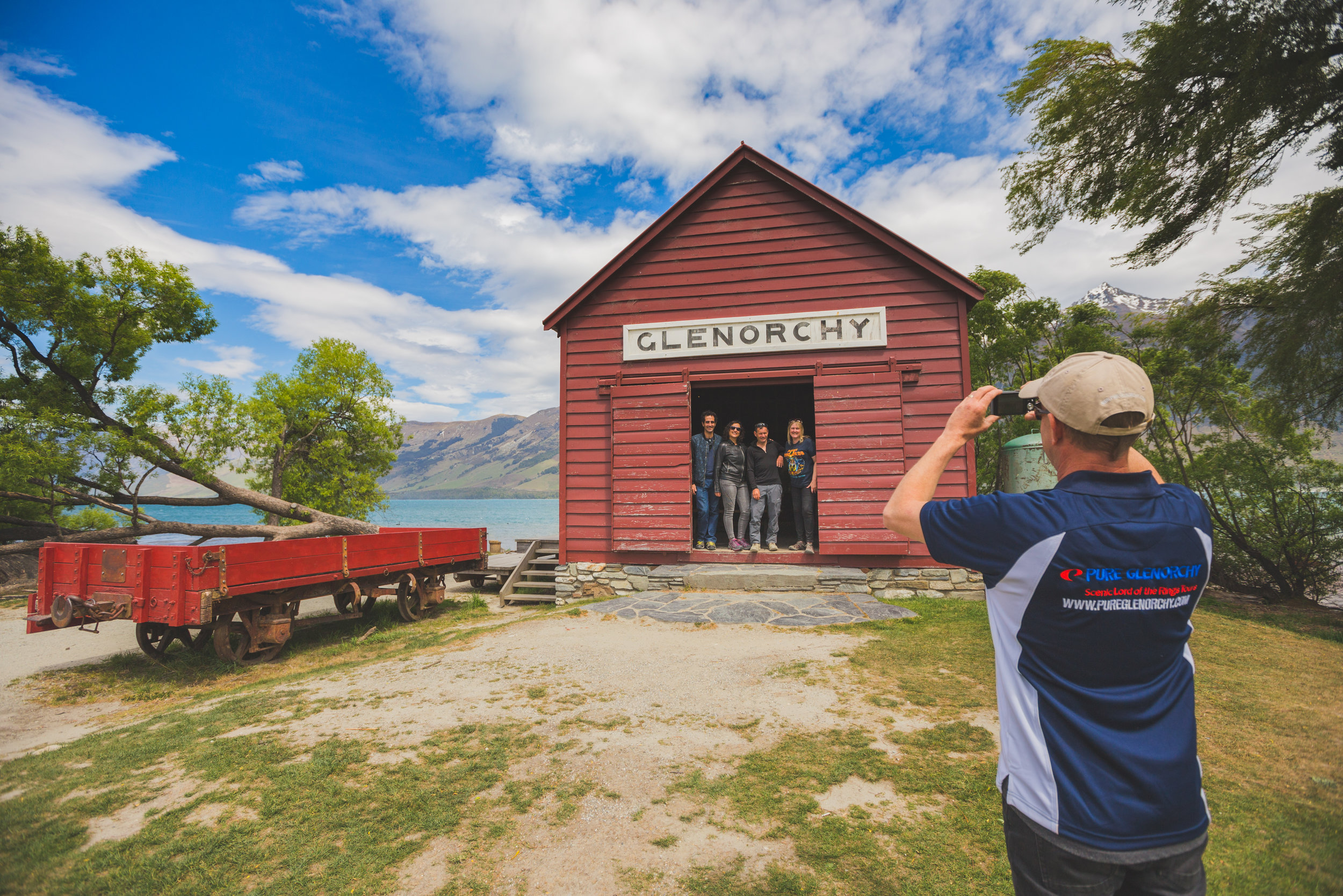 Glenorchy historic red shed.jpg