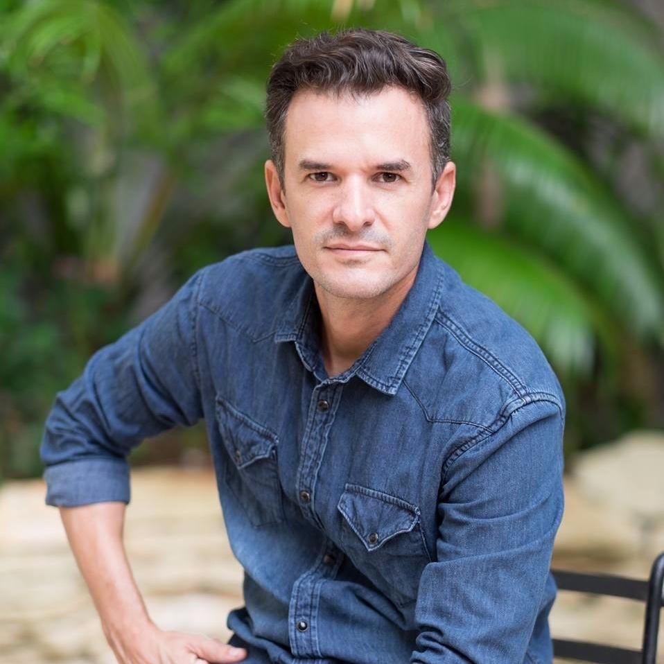Maykel Gonzalez - Set designer