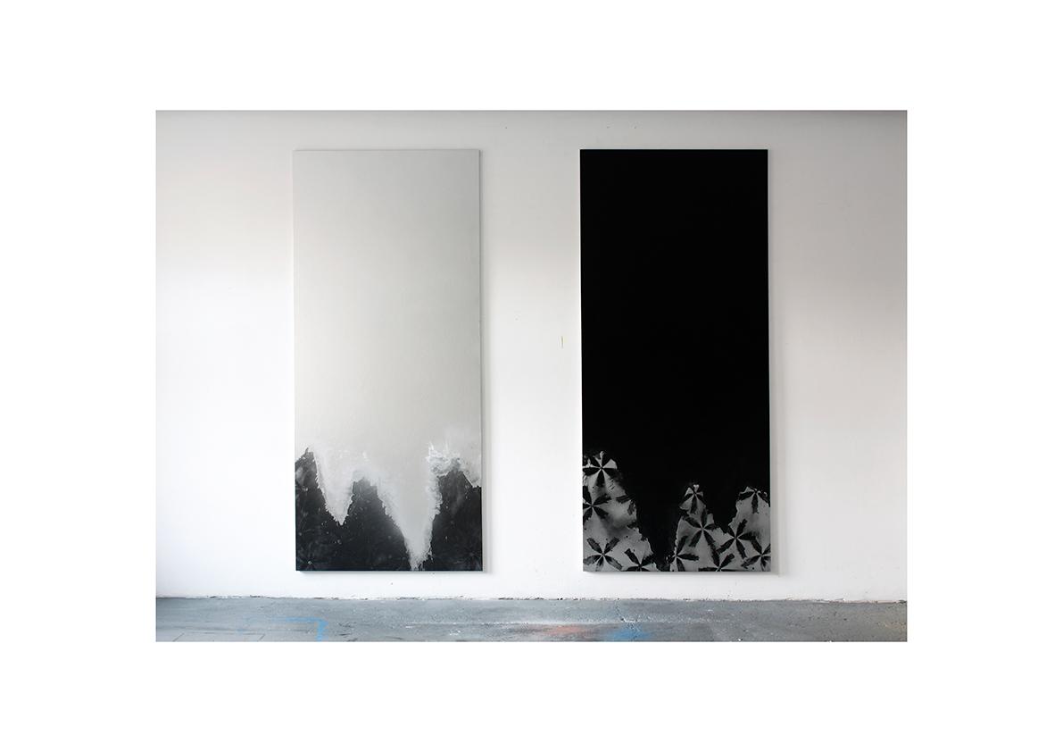 ohne Titel, 2011    Lackspray auf Baumwollstoff je 270 x 120 cm
