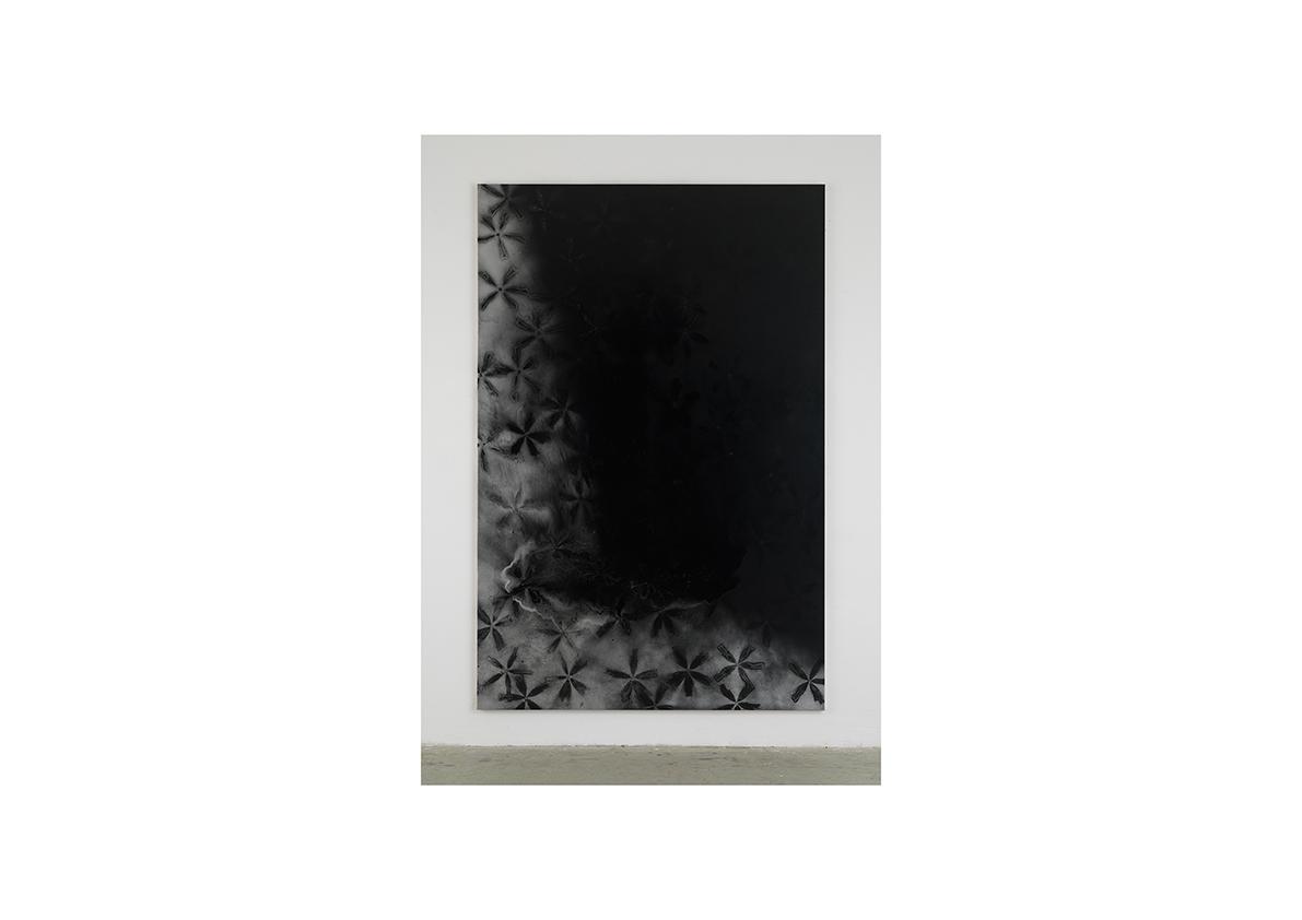 Der Schatten, 2006    Lackspray auf Baumwollstoff 295 x 195 cm