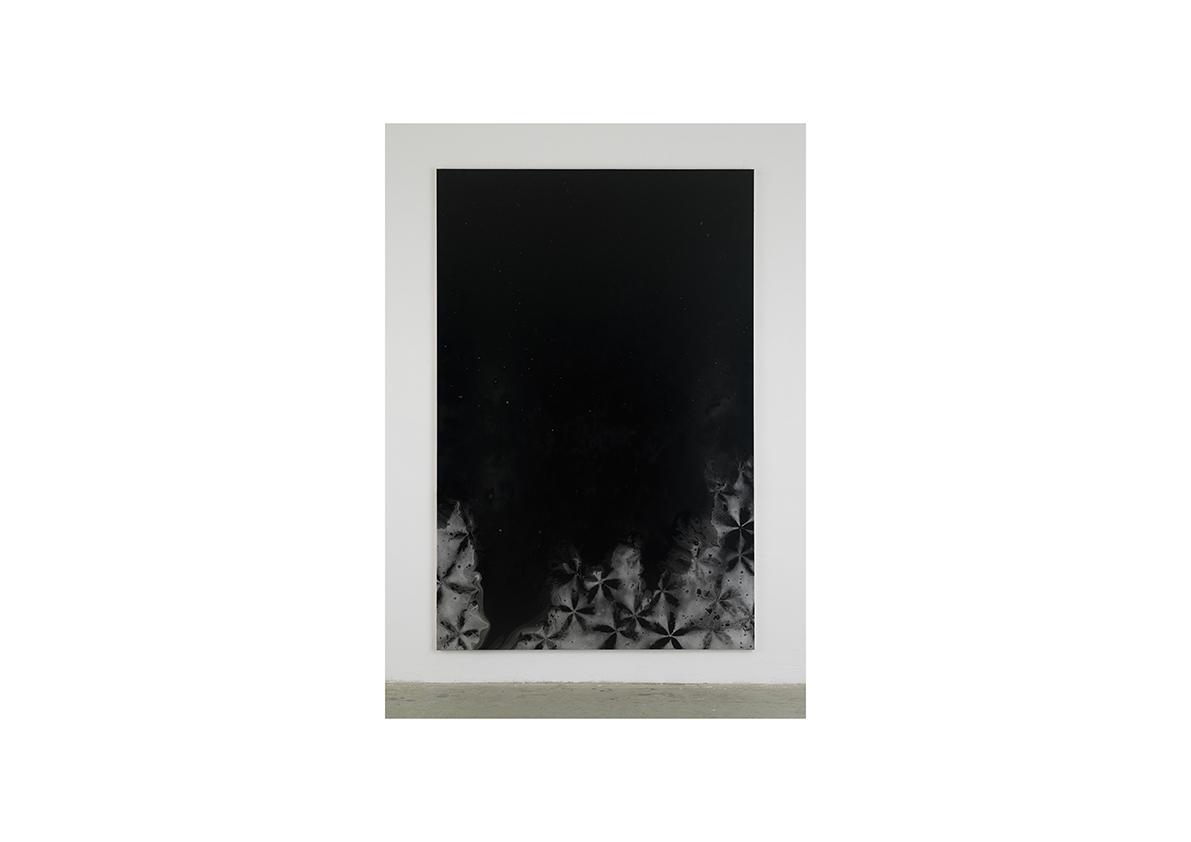 Rising Water, 2006    Lackspray auf Baumwollstoff 295 x 195 cm