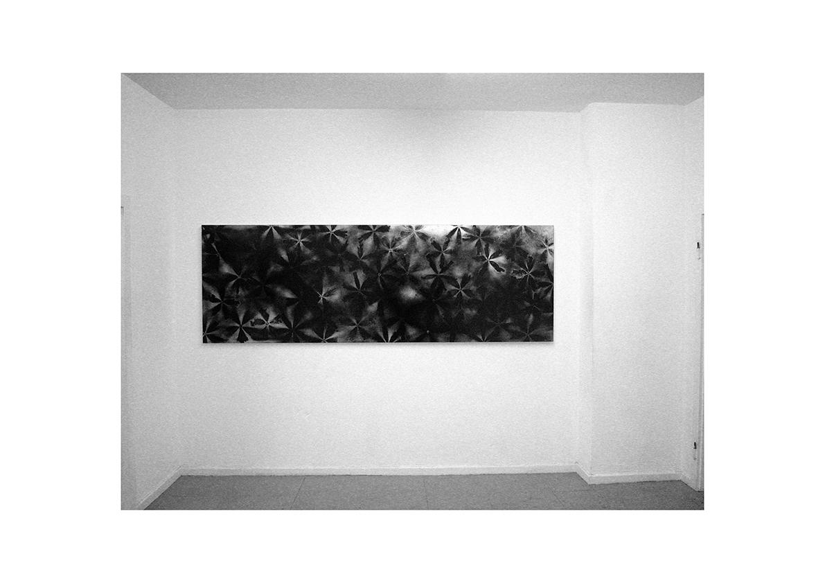Mädchen auf der Flucht, 2003    Lackspray auf Baumwollstoff 90 x 270 cm