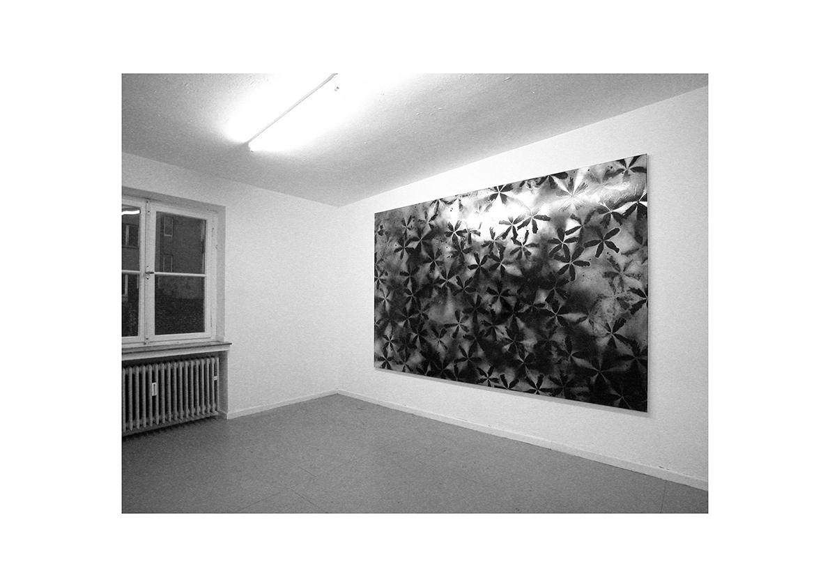 Mädchen auf der Flucht, 2004    Lackspray auf Baumwollstoff 295 x 195 cm