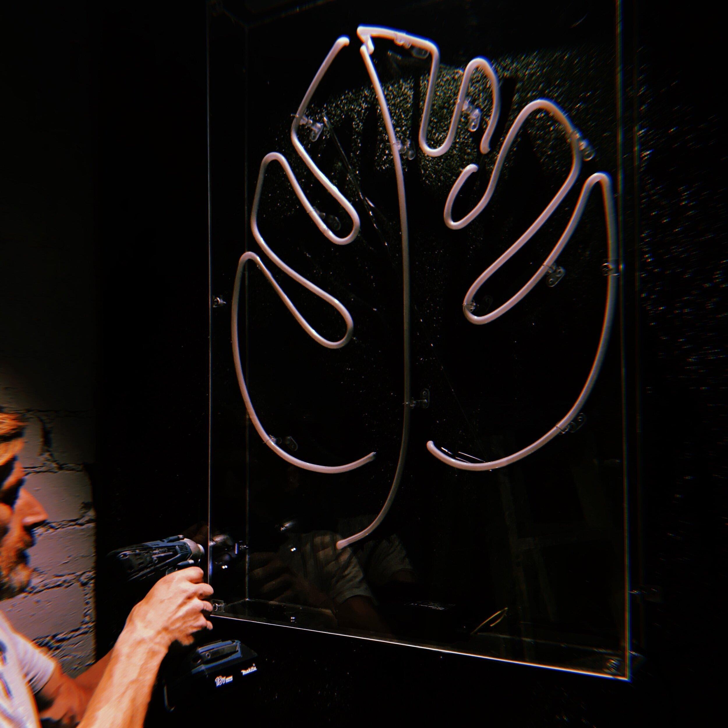 Neon+sign+installation+Edinburgh+Scotland