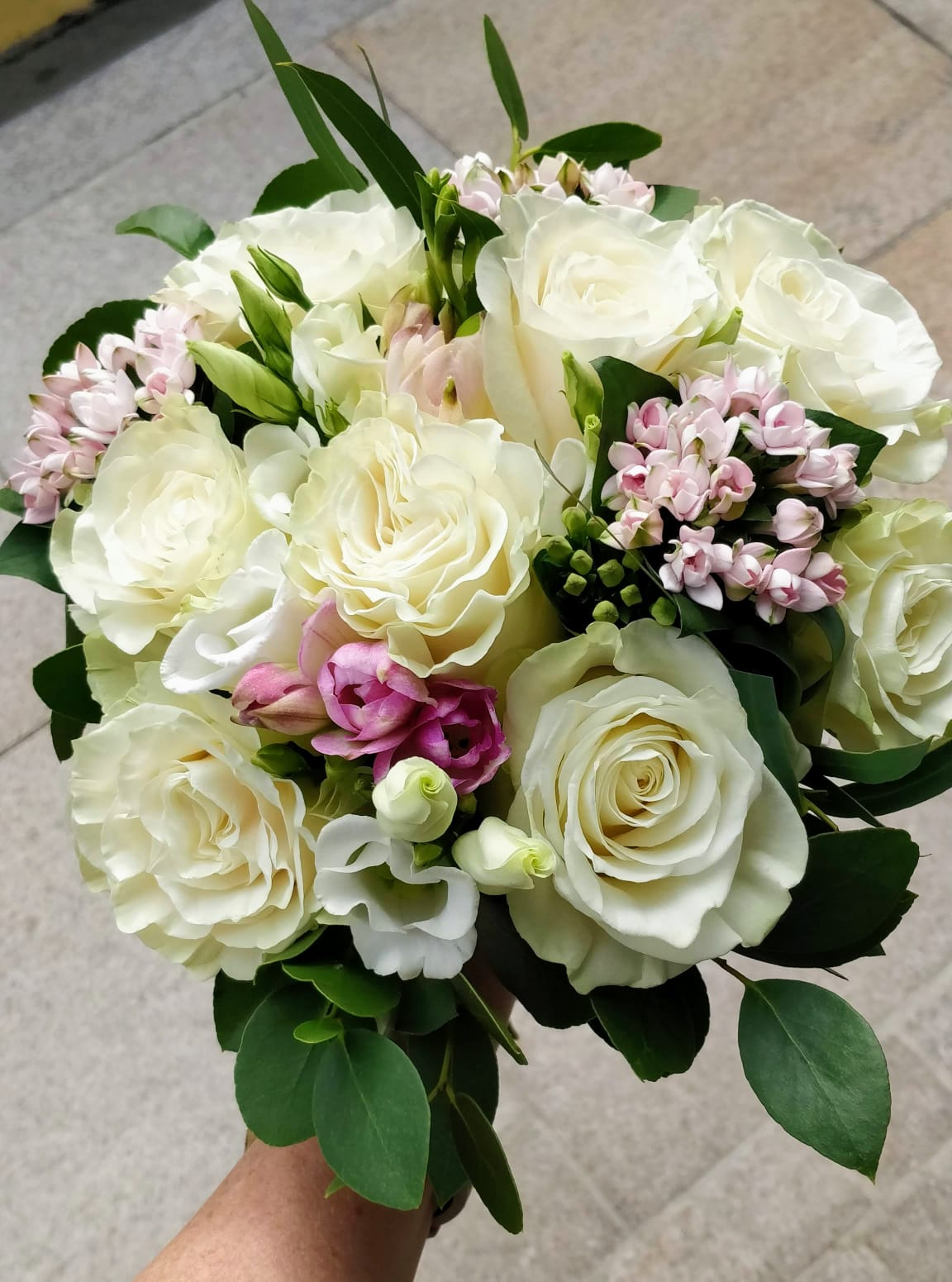 white_and_pink_bouquet.jpg