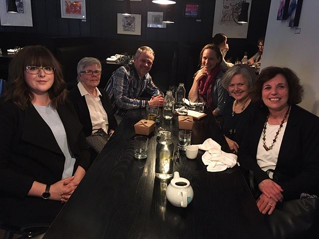 What a wide range of alumni attended the meet-up in Calgary! We wonder how the program was back in the 70s 🧐 - L to R: Meggi Mah '15, Lee Joliffee '74, Chris Petrik '99, Lisa Mackay '99, Cassie Palamar '85 and Sandra Morton Weizman '82