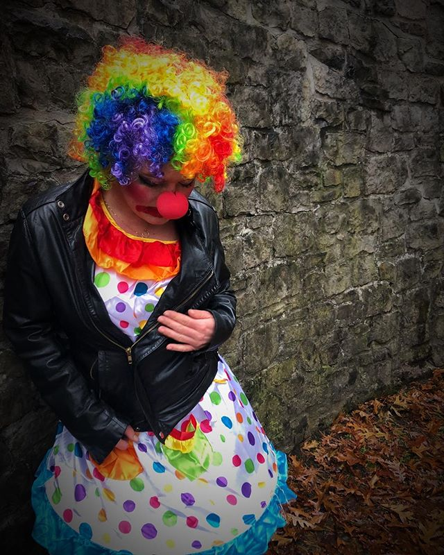 #altclown #sadclown #badclown #clown #clowns #ladyclown #clowning #clownsightings #clownsofinstagram #crazyclown #clowncostume #chloetheclown #chloeclownsaround #clownonthetown #bigshoestofill #sexyclown