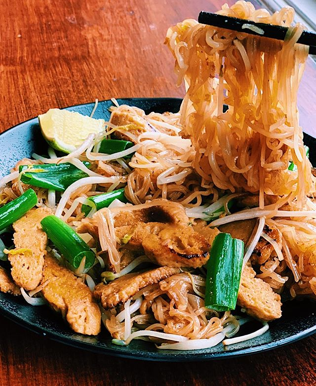 special of the week | rice noodle stir fry 🥢  ______________________________________________  available w beef or seitan (vegan)