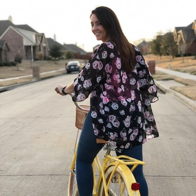 ✨Here's a life lesson I got from learning how to ride a bike that I need to share with you✨ (and the secret to the service based entrepreneurial success!) ˙ If you know me then you know I LOOOOOOOOVE riding my bike 🚲 ˙ I'm truly grateful for my parents for taking the time to teach me how to ride a bike.. ˙ I do wonder though, how many times I fell off or hurt myself or even felt defeated? 😤😭 I'm sure there were many of them in the beginning. ˙ BUT, with my parents constant support and guidance, I learned how to ride a bike effortlessly.  #lookmanohands ˙ Still, I can't imagine having to do it alone. I mean sure, I could've eventually taught myself but it would've taken me MUCH longer, many MORE bruises and I wouldn't have had the constant cheer-leading by my side. ˙ This got me thinking, ˙ Isn't it funny how are parents are our coaches as we grow up. . BUT what happens when we leave the nest and we start our own lives and our own businesses? 🤷🏻‍♀️ ˙ It's like all of a sudden we feel like we need to do it alone and not only that, we need to do it WELL! ˙ And this is the sad reality of why so many businesses fail, not having the knowledge or worse... having it and not implementing it. ˙ Me and Fonsi have 2 coaches right now. We are constantly growing, learning, being held ACCOUNTABLE so we can be the BEST coaches for YOU! ˙ We can honestly say that we wouldn't be where we are today without the coaches we have ˙ So if you are struggling in your business right now and you know Social Media is the way to go but: ❌Don't know WHAT to post ❌Don't know how to show-up 100% authentically ❌Don't know who your target audience is or where to find them ❌Don't have the CONFIDENCE Or the Consistency ˙ Then we want to help YOU. Imagine... 🌟Having someone by your side holding your hand in this social media world 🌟Having constant guidance and support 🌟Having accountability 🌟Having answers to your questions ˙ Having more clients Having SUCCESS...💥 ˙ We have 3 spots available for a FREE discovery call THIS WEEK ONLY . Send us a DM ✉️ and let's turn years of knowledge into 6 weeks