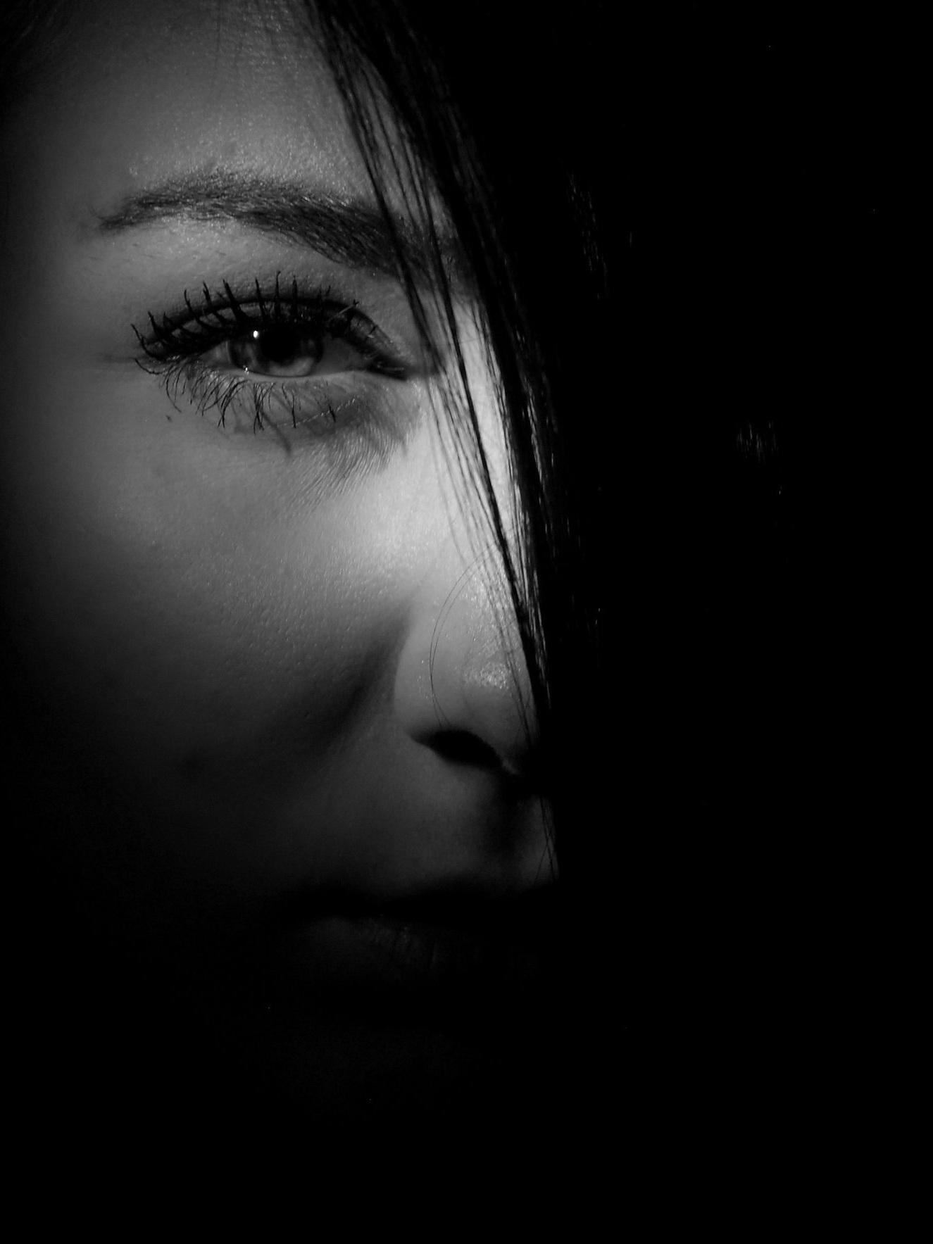 black-and-white-dark-eye-37315.jpg