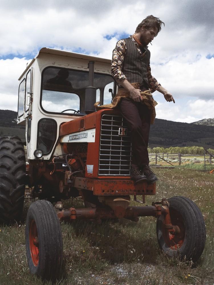 Wool vest LES MAUVAIS GARÇONS, cotton printed shirt LEVI'S, wool pants BURBERRY PRORSUM, cotton scarf KILIWATCH, leather boots FRYE