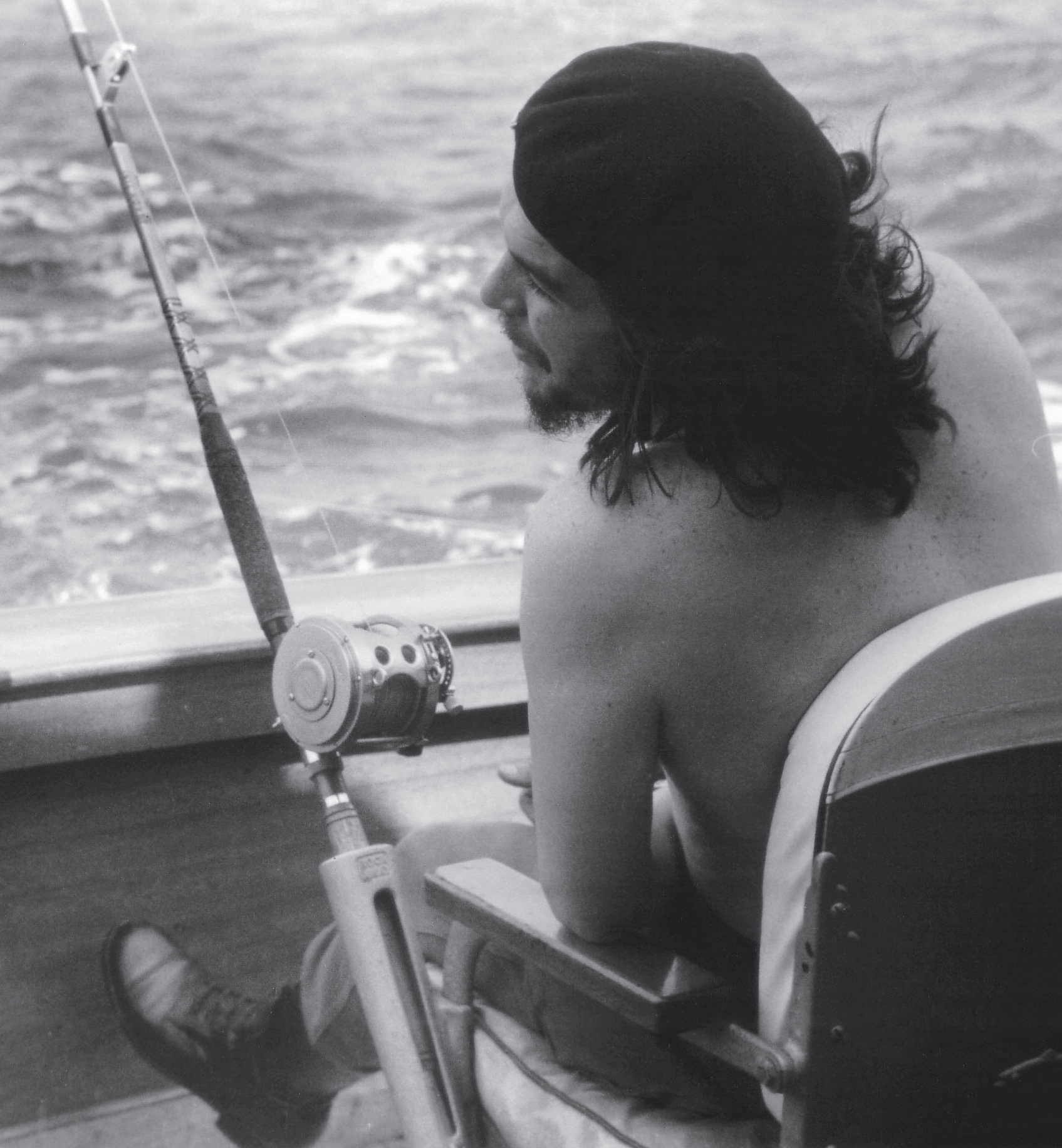 Che Guevara competes in a marlin fishing tournament, 1960. Photograph by Alberto Korda.