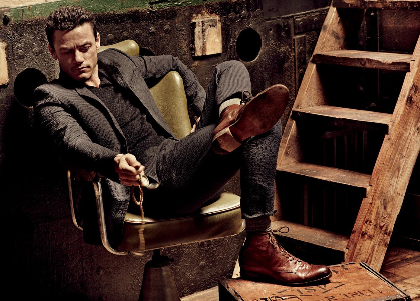 Seersucker jacket and pants Burberry Prorsum, Cotton t-shirt Giorgio Armani, Cashmere socks Falke Calf, boots Esquivel Shoes