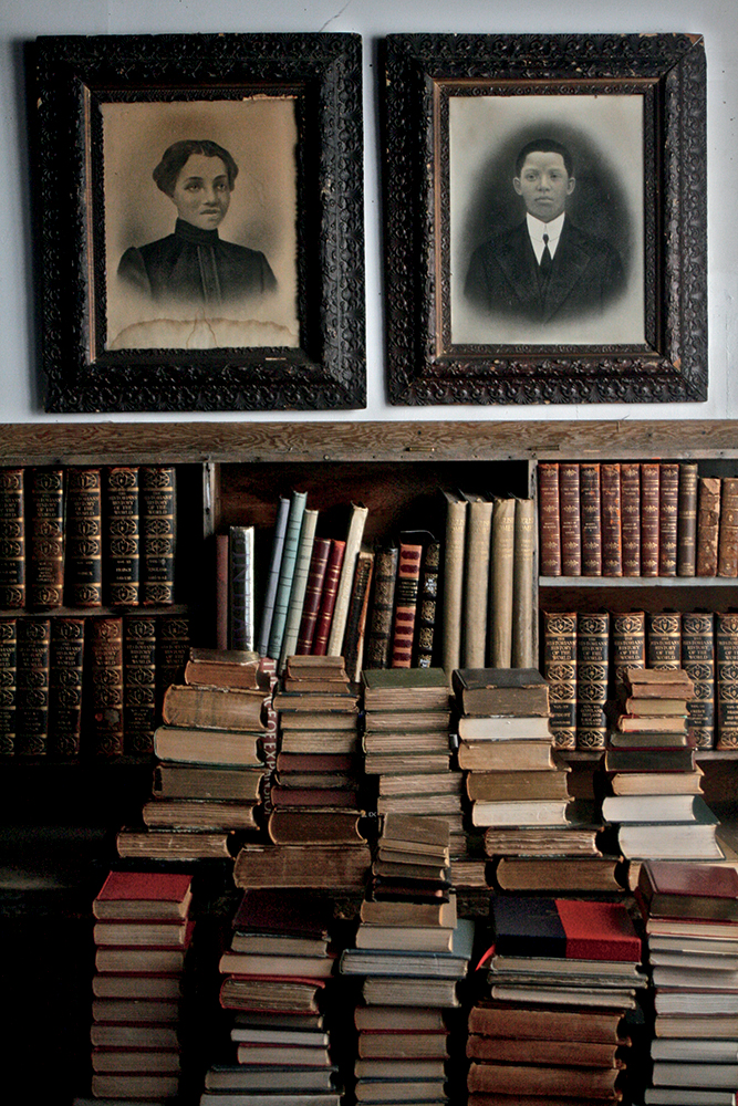 A Noble Savage's library – Photo by  Ali