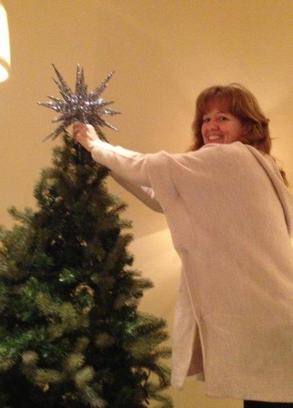 {JENNIFER MCPHERSON PUTS THE STUNNING STAR ATOP THE TREE}