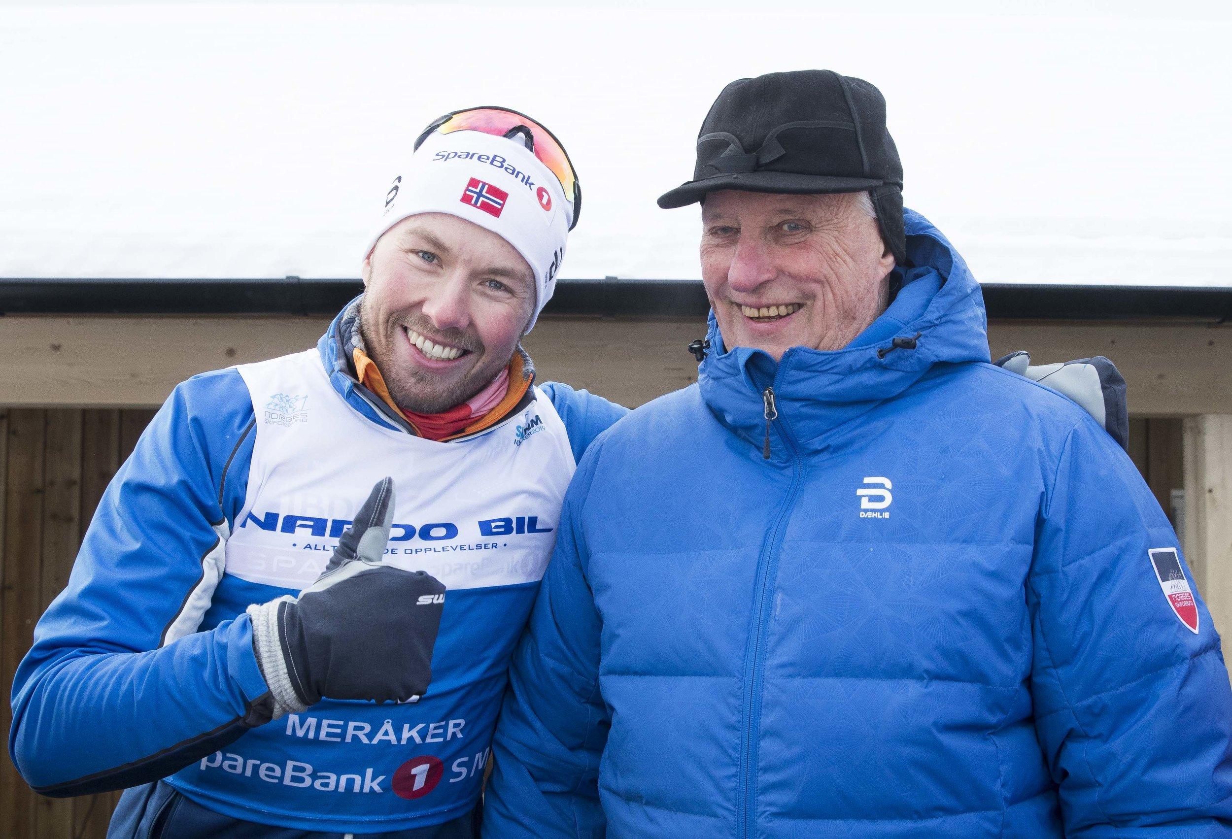 Emil Iversen fikk snakke mye med kong Harald under NM på ski. FOTO: Terje Pedersen/NTB scanpix