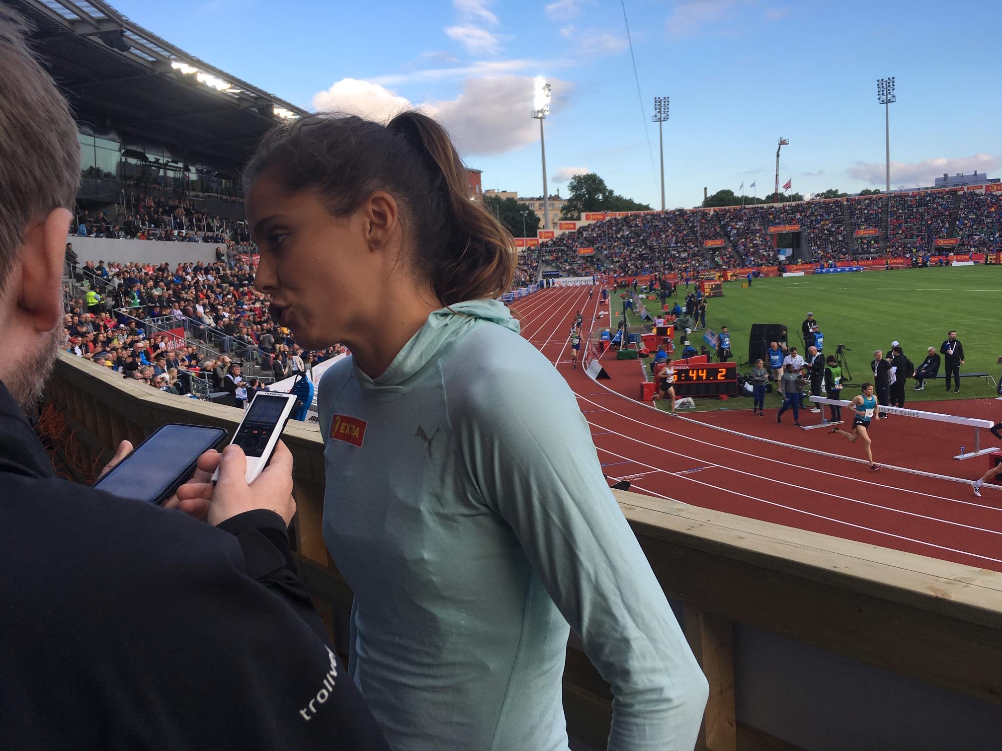 Fra mixed sone har man svært god oversikt over arenaen. Her er det Amalie Iuel som intervjues. FOTO: Reidar Sollie