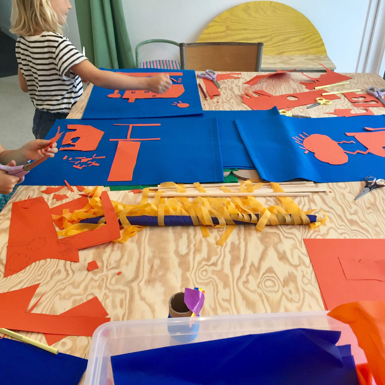 Atelier enfant - Chaque semaine et durant les vacances scolaires, Jaune forêt propose des ateliers d'arts plastiques et de sérigraphie pour les enfants de 6 à 11 ans.En savoir plus, tarifs et inscriptions ➝