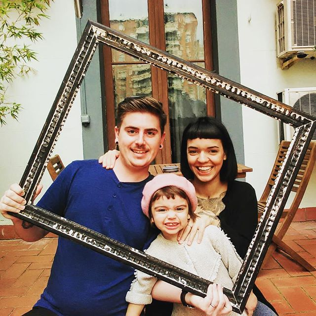 The happiest family smile. Ever . . . #zoorooms #becauseitsajungleoutthere #zooroomsguests #coolhotels #guesthouse #barcelonahotels #barcelona #guesthoustel #coolhostels #innovativehotels #design #artattack #zooroomsART #streetart #artyhotels #budget #boutique #budgetboutiquebarcelona #budgetBarcelona #barcelonaonashoestring #happyfamily #smileifyourehappy #smile