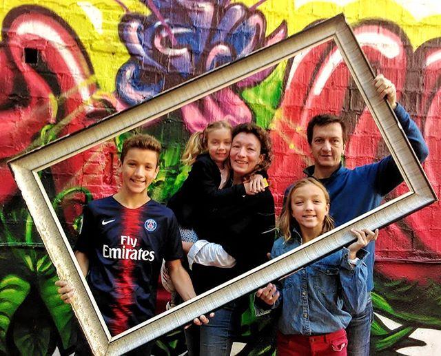 Familia Fantastique . . . #zoorooms #becauseitsajungleoutthere #zooroomsguests #coolhotels #guesthouse #barcelonahotels #barcelona #guesthoustel #coolhostels #innovativehotels #design #artattack #zooroomsART #streetart #artyhotels #budget #boutique #budgetboutiquebarcelona #budgetBarcelona #barcelonaonashoestring #happyfamily #familiafeliz