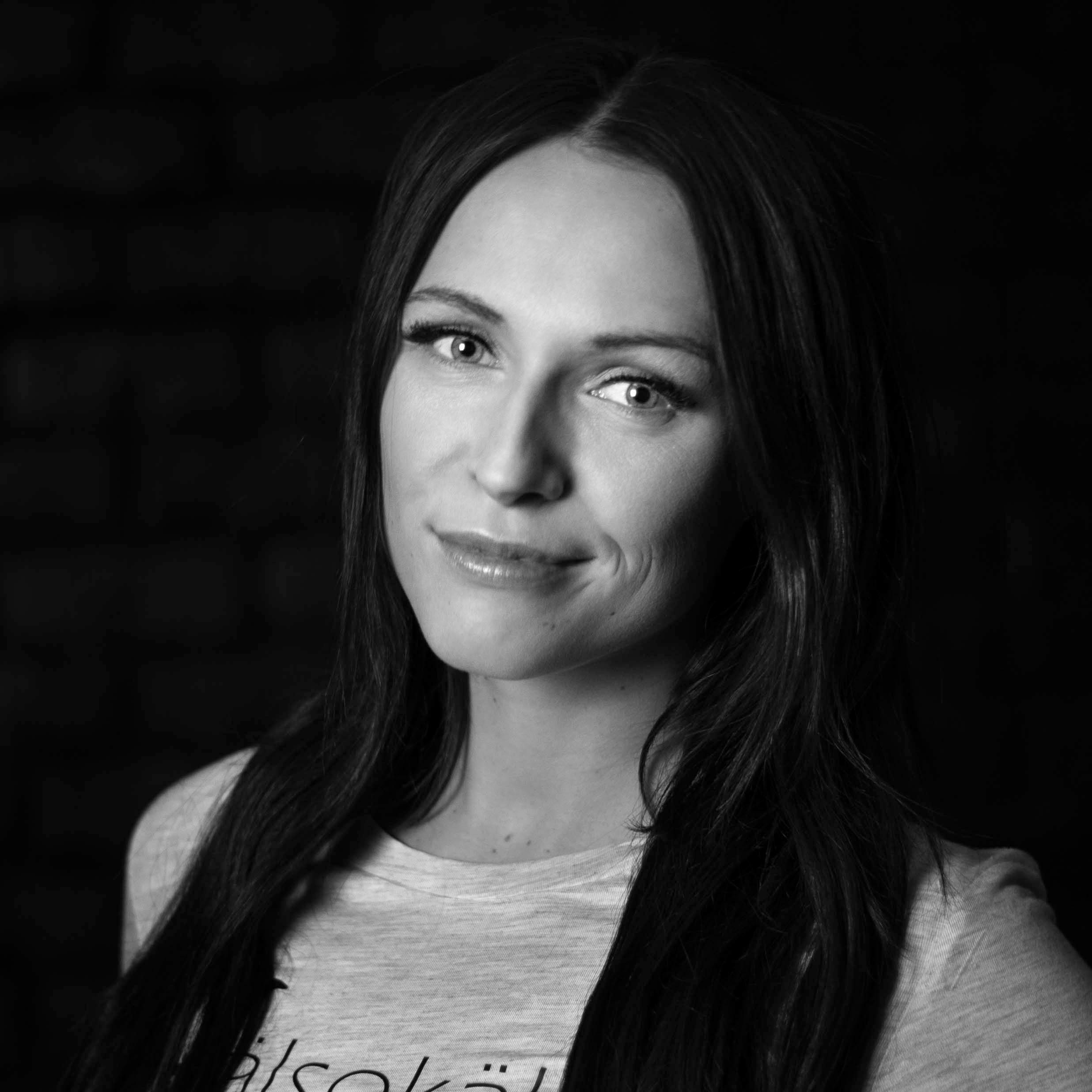 Alexandra Landheimer - alex@strongbodyfitmind.com