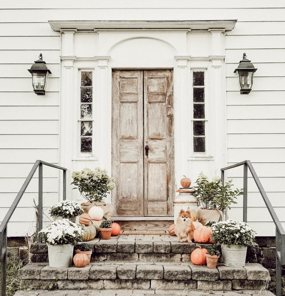 Dana Marie Home shared how she uses simple fall items to create a welcoming entryway to her farmhouse. Make sure to check out her blog  here