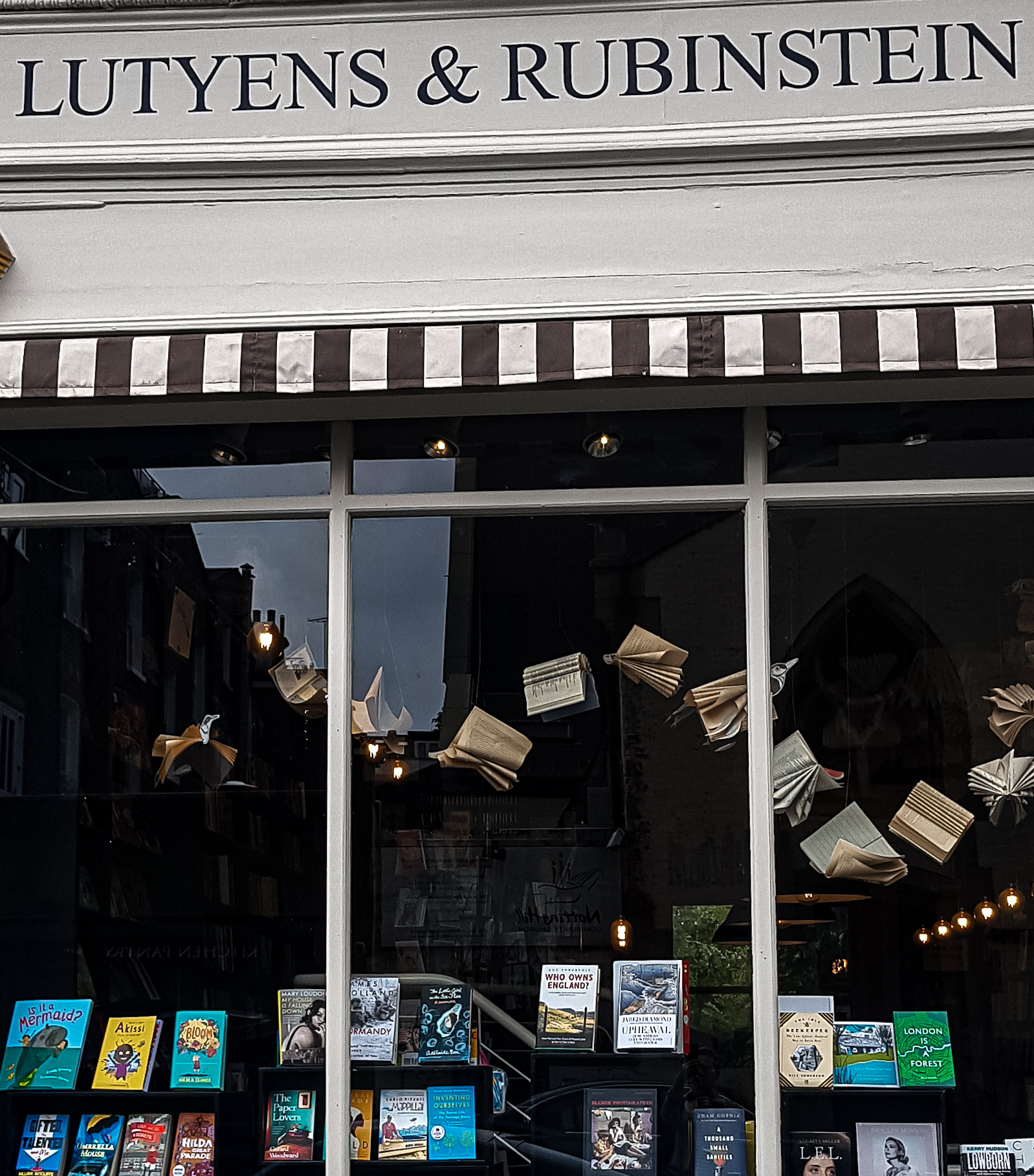 Lutyens and Rubinstein bookshop in Notting Hill Gate