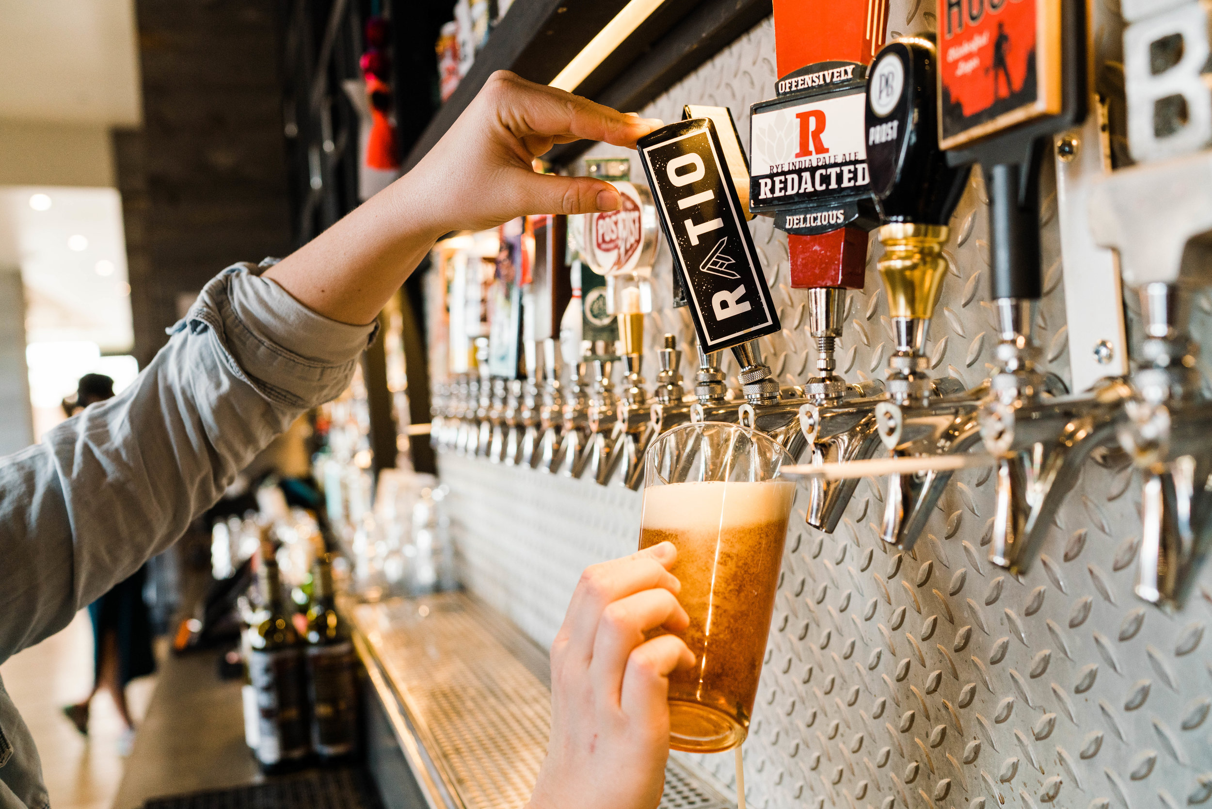 denver commercial photographer tim gillies photography origin hotel red rocks pouring beer