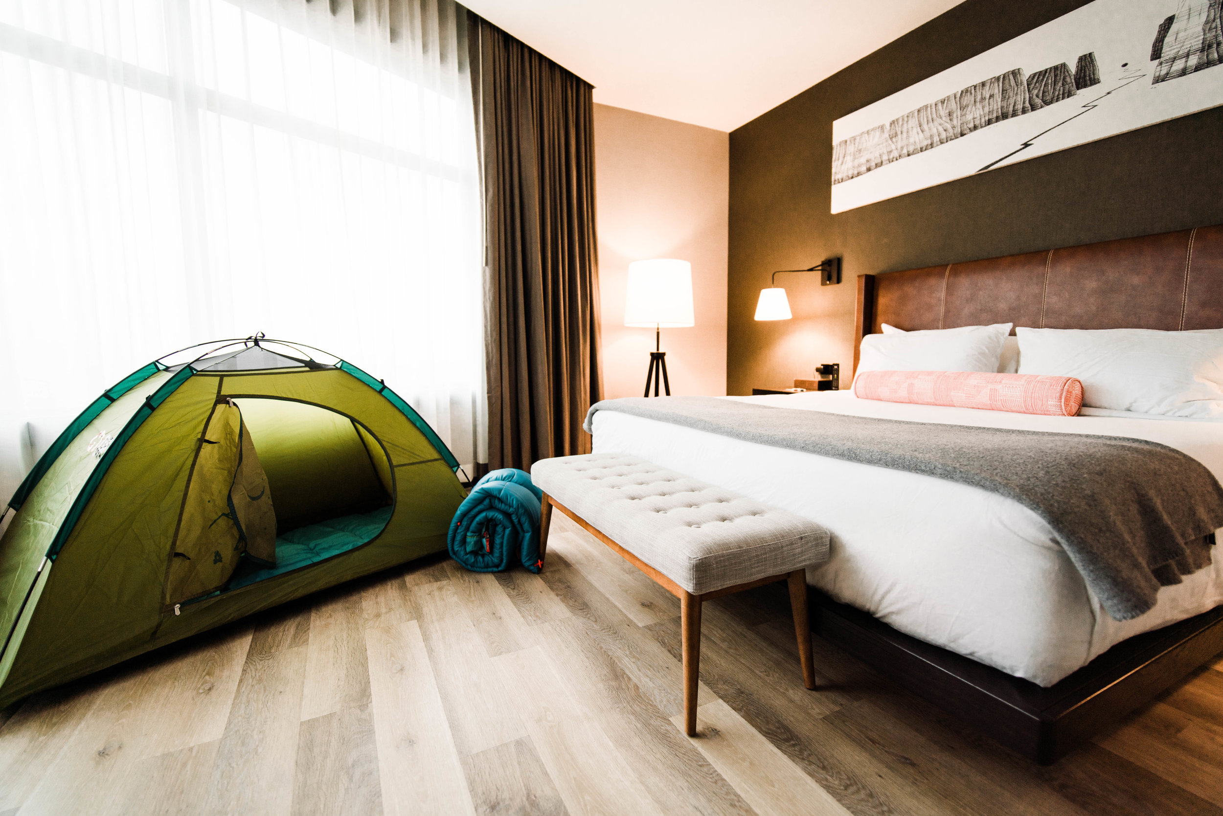 denver commercial photographer tim gillies photography origin hotel red rocks room with tent