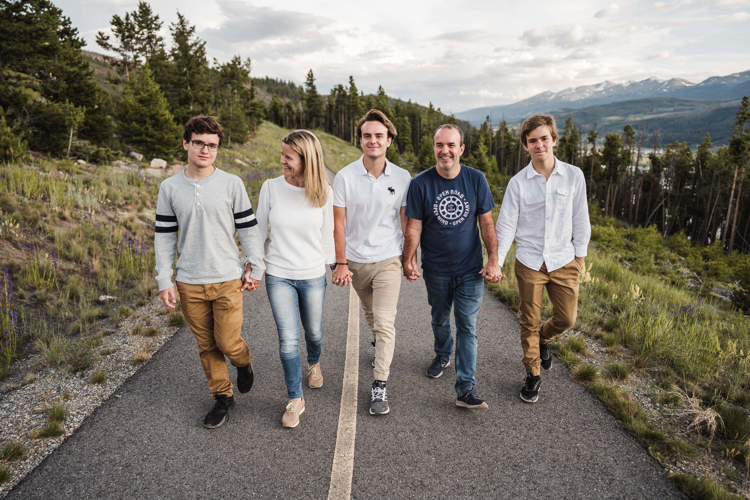 denver-family-photographer-in-breckenridge-mountains-DSD01241.jpg