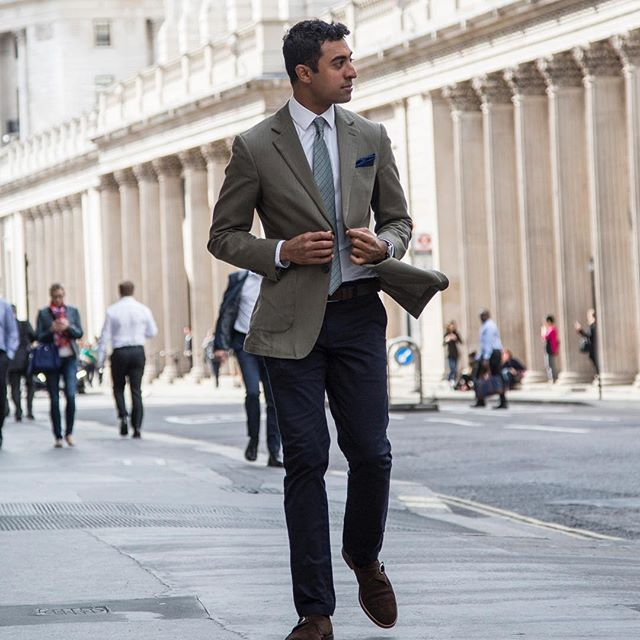 'All truly great thoughts are conceived by walking' - F Nietzsche. Walking the walk with @pennataofficial. #london #mensfashion #menswear #ootdfashion #suitandtie