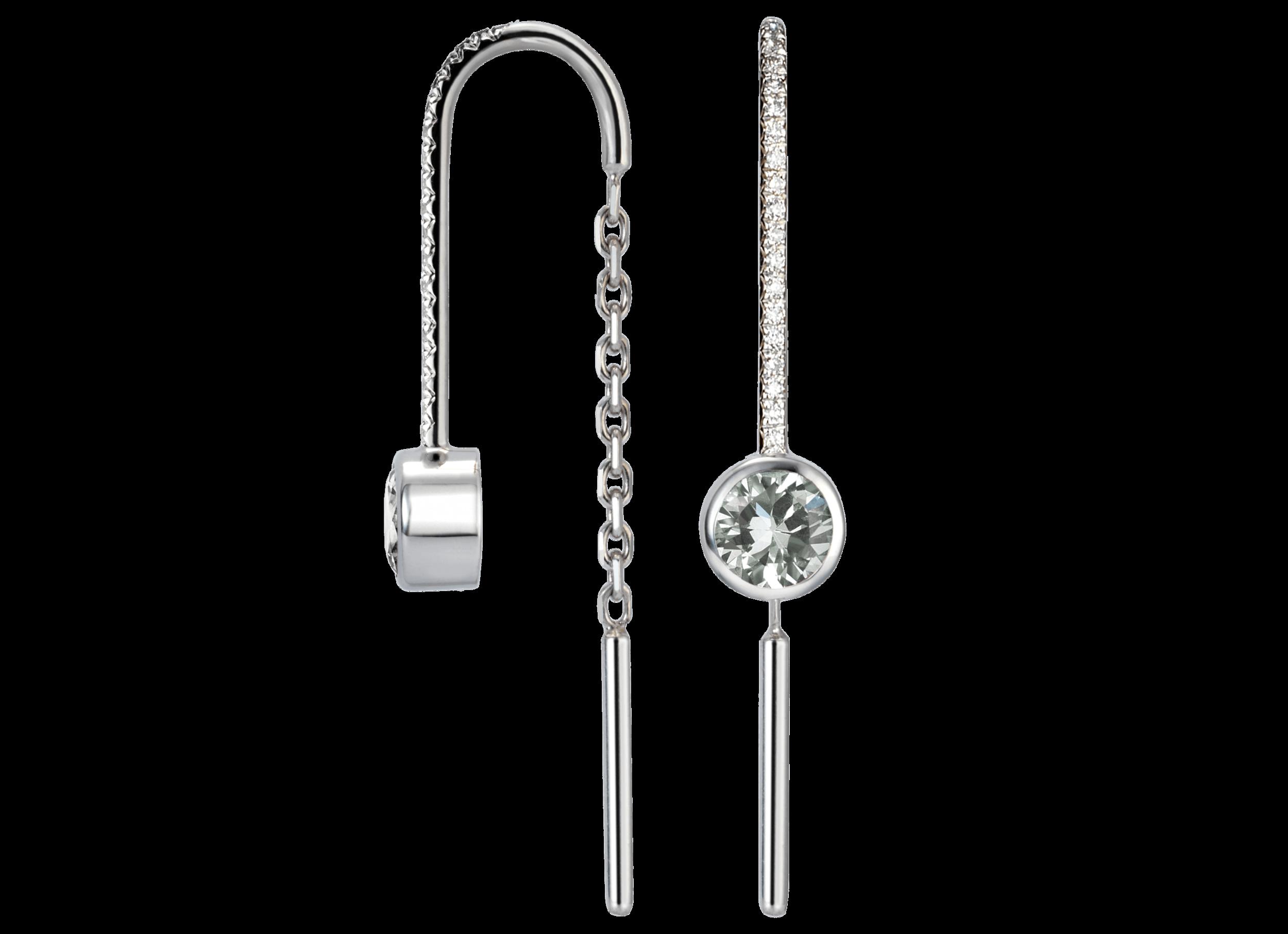 Boucles d'oreille Cha - Á partir de 700 € sans pavage avec saphirs de 0,30 carat chaque,1 450 € avec saphirs de 0,30 carat chaque et pavage diamants,2 100 € avec diamants de 0,25 carat chaque,2 850 € avec diamants de 0,25 carat chaque et pavage diamants.