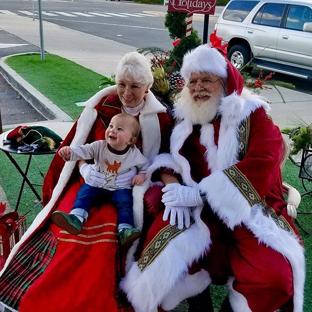 Santa and Mrs.Claus were a hit! They even visited local business brining smiles to all!  Shoppe was bustling!! Need your tree decorated? your holiday decor hung? Our elves can help! Ask for details!! #lamesa #lamesachamberofcommerce#nextdoorlamesa #grossmont #florist