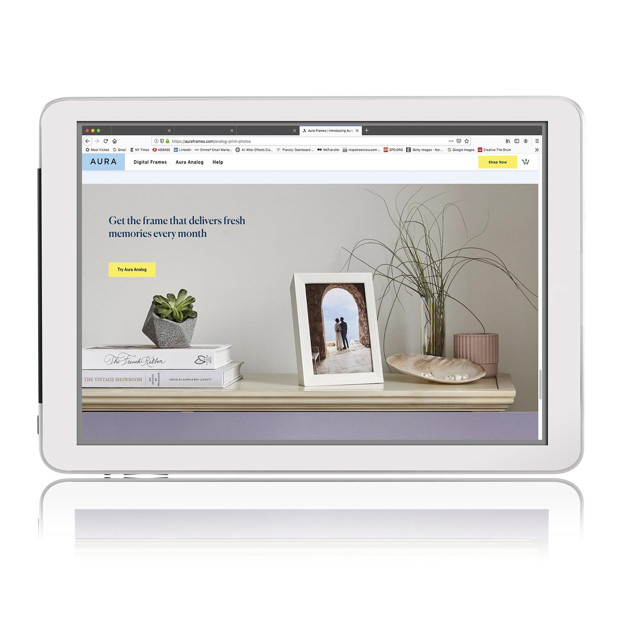 Aura analog frame on iPad.jpg